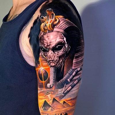 tattoo alien egipcio