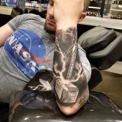 tattoo martillo de thor