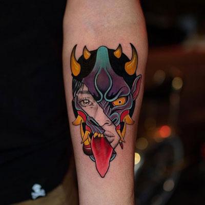 tatuaje a color Oni
