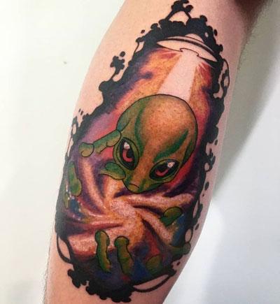 tatuaje a color alien