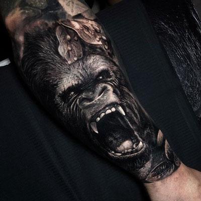 tatuaje de gorila en realismo