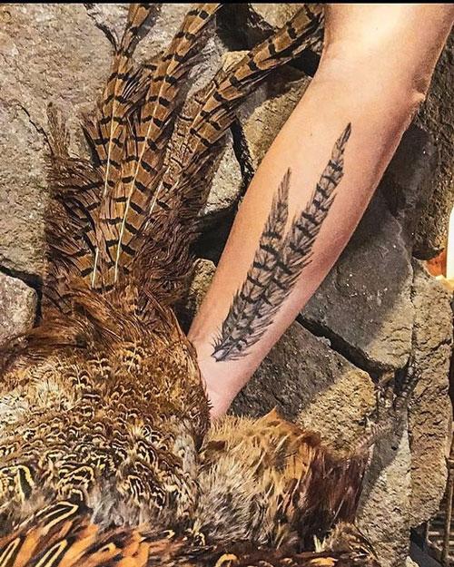 tatuaje de pluma de faisan