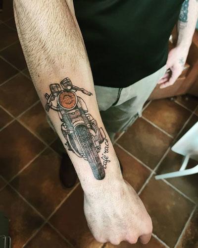 tatuaje de una moto