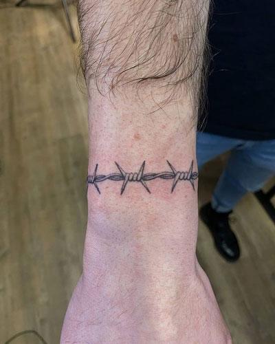 tattoo de brazalete alambre de puas