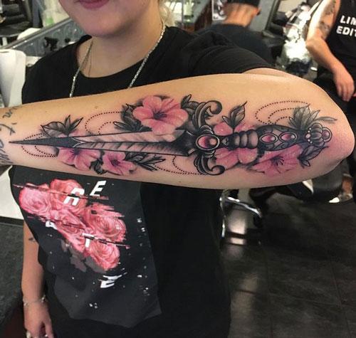 tattoo flor y daga