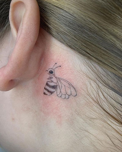 tattoo pequeño de abeja