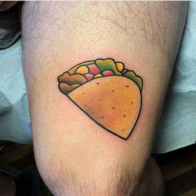 tatuaje a color de tacos