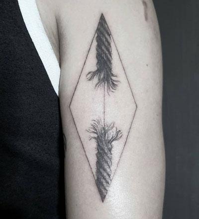 tatuaje cuerda rota