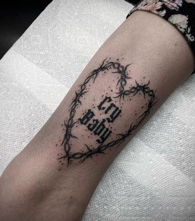 tatuaje de puas forma corazon