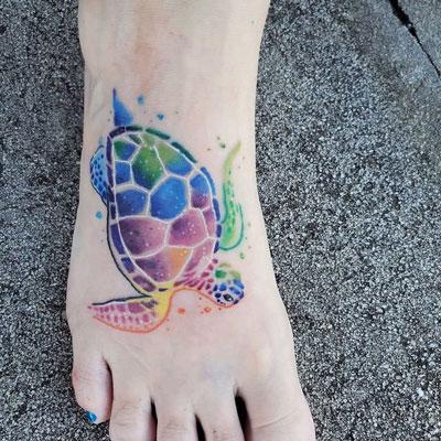 tatuaje en el pie tortuga