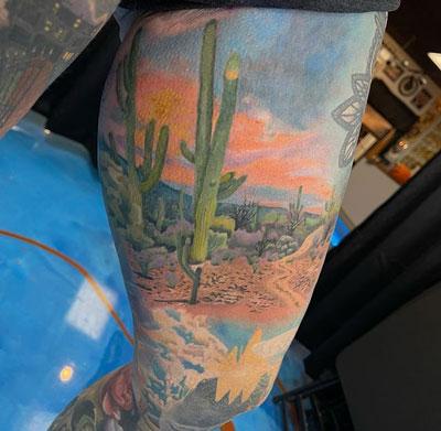 tatuaje full color desierto americano