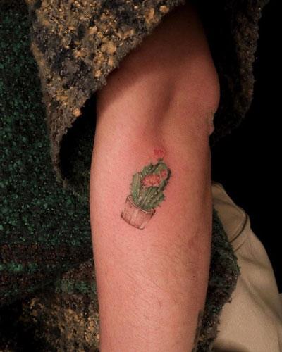 tatuaje pequeño de cactus