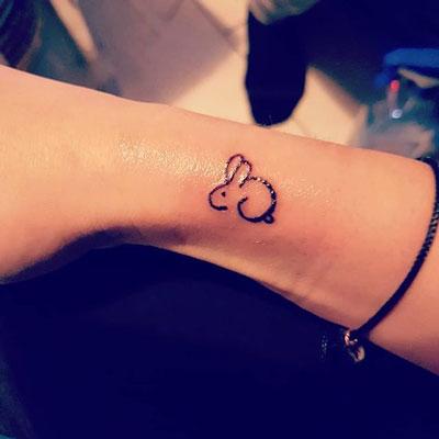 tatuaje pequeño rabbit