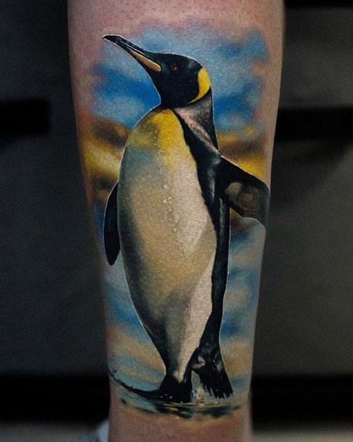tatuaje pinguino a color