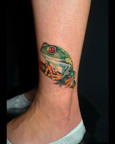 tatuaje realismo rana