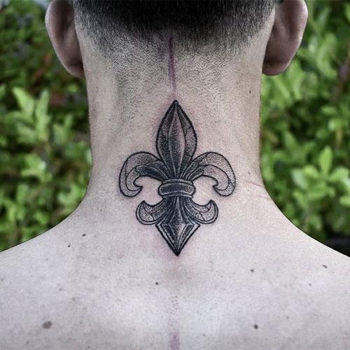 flor de lis tatuada