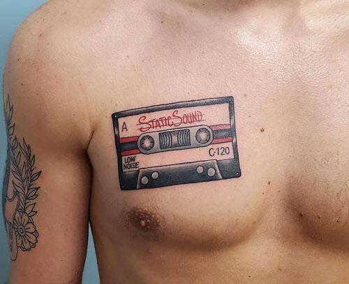 tattoo cassette en pecho