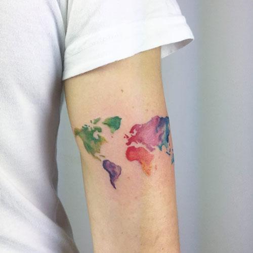 tattoo de mapa mundi aquacolor