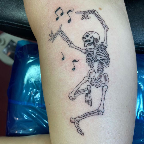 tattoo esqueleto bailando