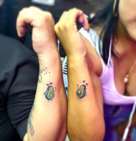tattoo para pareja con aguacates