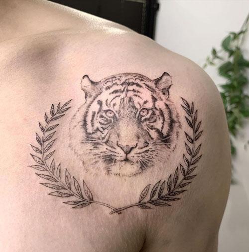 tattoo tigre y laureles
