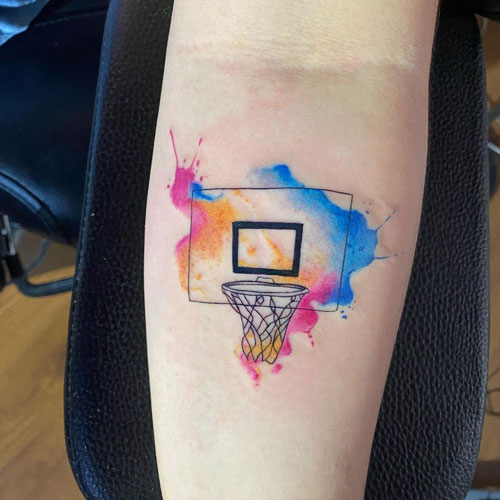 tatuaje acuarela basquetbol