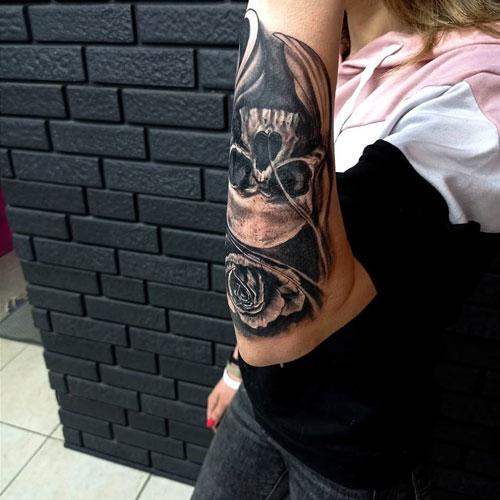 tatuaje calavera y rosa