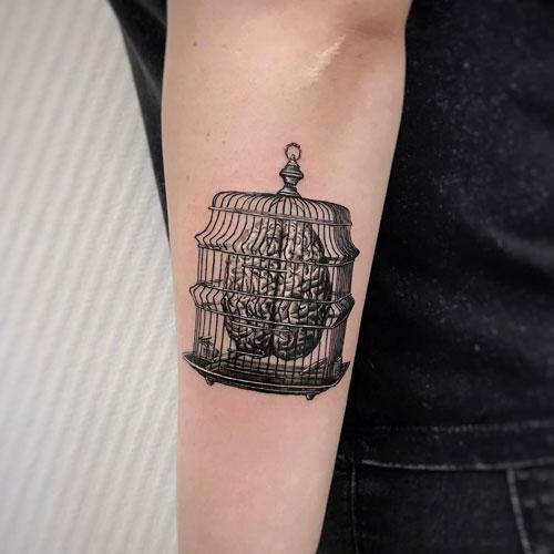 tatuaje cerebro enjaulado