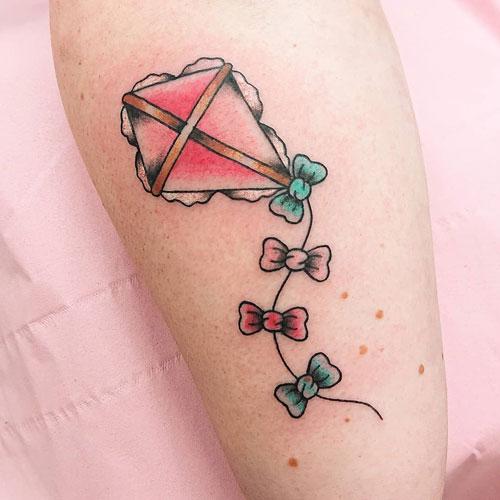 tatuaje color de cometa