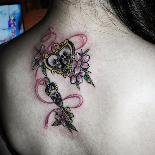 tatuaje de craneos en espalda