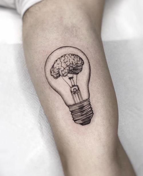 tatuaje foco y cerebro