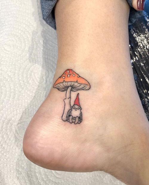 tatuaje pequeño de gnomo