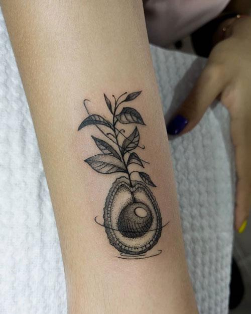 tatuaje planta de aguacate