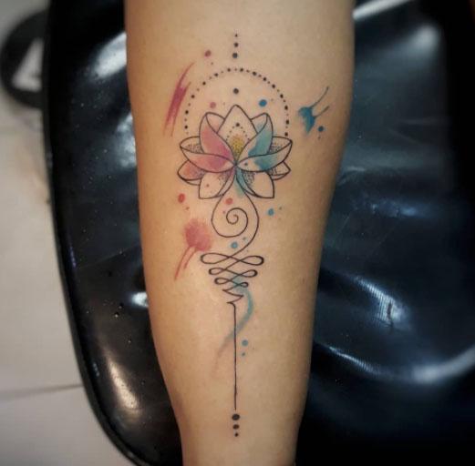 tatuaje unalom y lotus