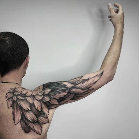 ala tatuaje hombre