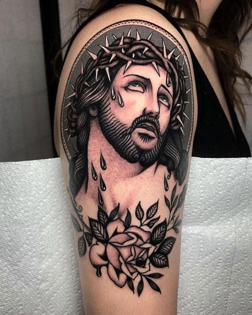 tattoo de jesus en el hombro