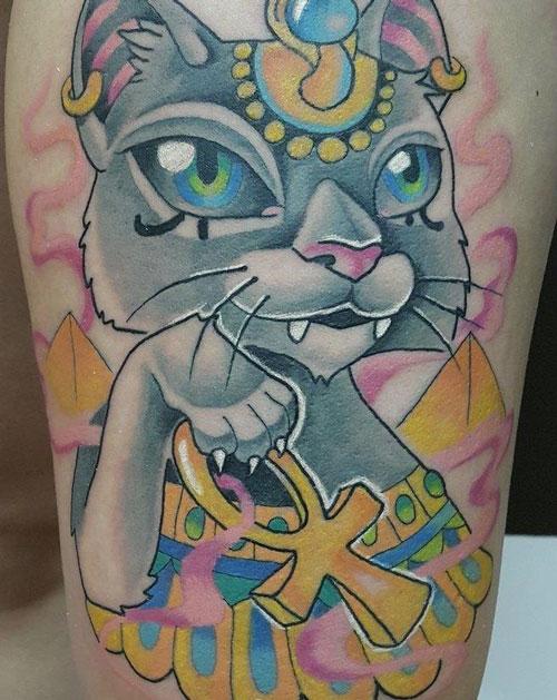 tattoo en color de gato egipcio