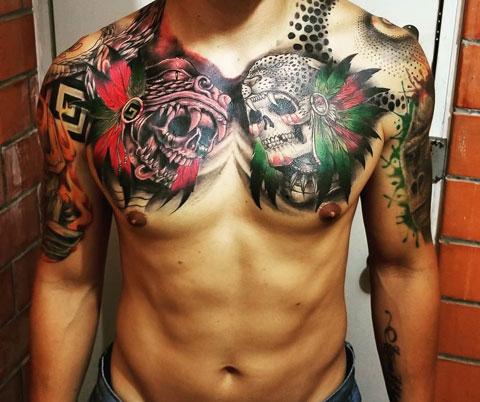 tattoo en el pecho de guerrero azteca