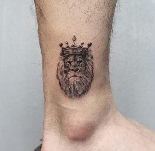 tattoo leon en tobillo