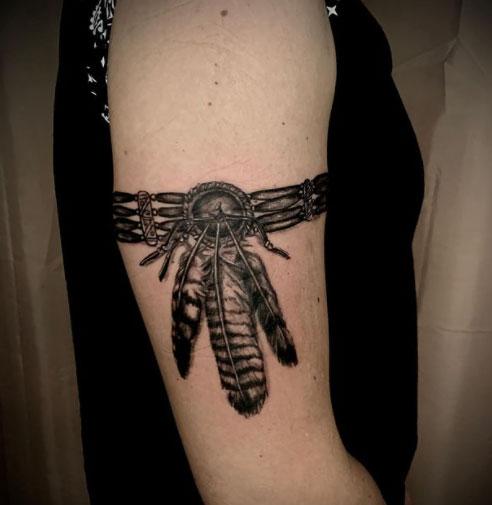 tatuaje atrapa sueño en hombro