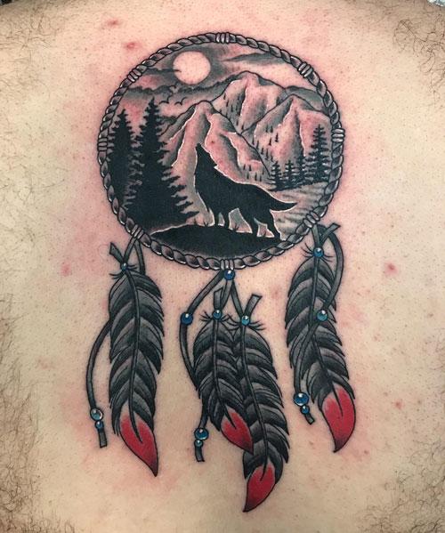 tatuaje atrapasueños y lobo
