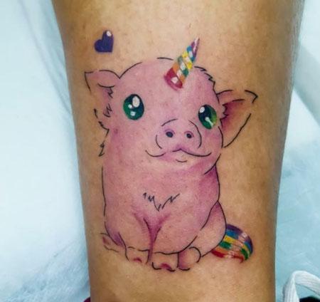 tatuaje cerdito unicornio