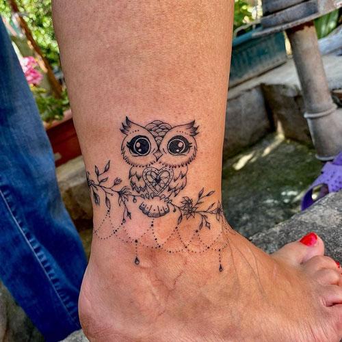 tatuaje de buho en pie