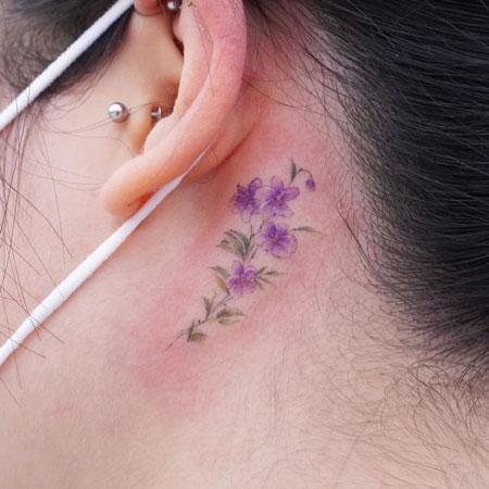 tatuaje de flores de violeta