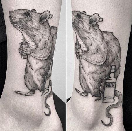 Tatuaje rata bebiendo
