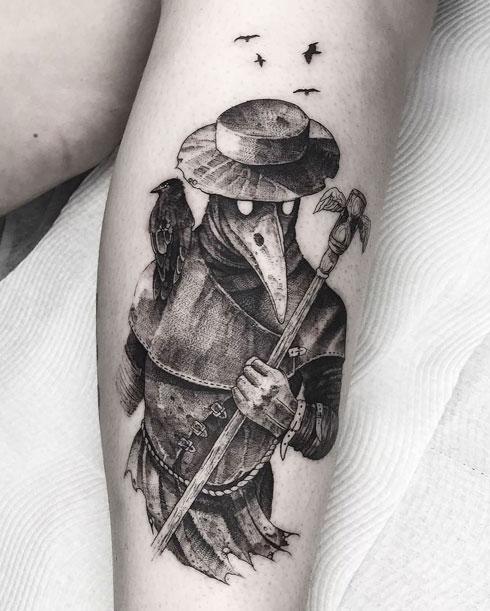 cuervo y doctor tatuaje