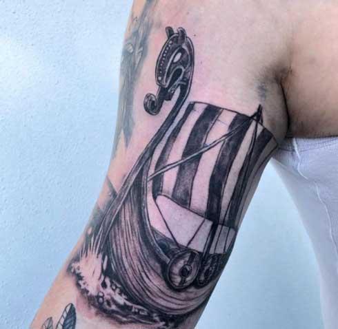 embarcacion vikinga tattoo