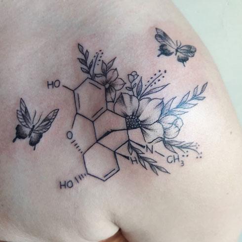endorfina tattoo y flores