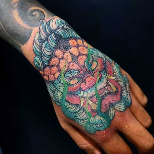 foodog tattoo en la mano