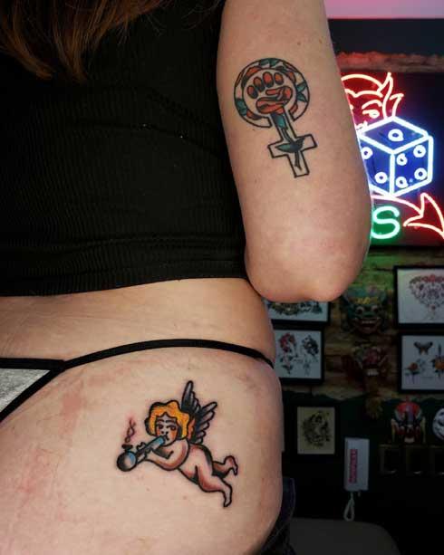 tattoo angel en la nalga